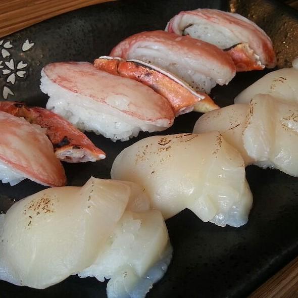 Zuwai Kani & Hokkaido Hotate Sushi