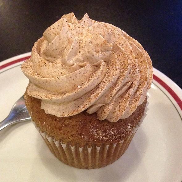 Snickerdoodle Cupcake @ Green Vegetarian Cuisine