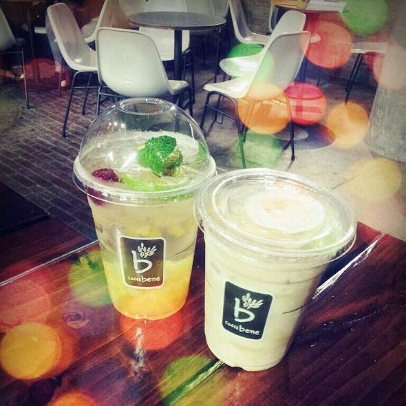 Peach Berry Mojito & Mizugaru @ Caffe Bene