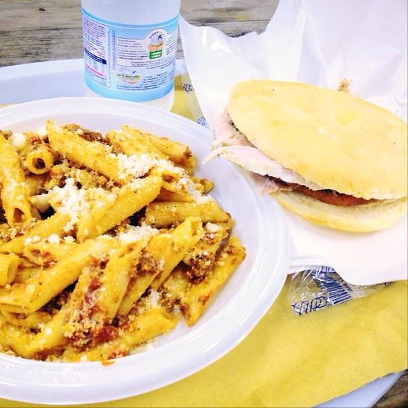 Penne Al Ragu E Panino Con La Porchetta @ Festa Della Birra Prato