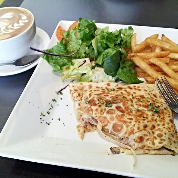 Fantastic  @ Muru Café