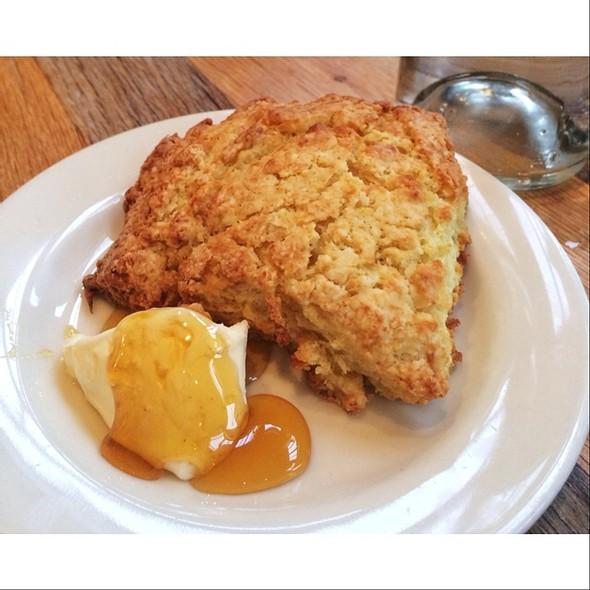 buttermilk biscuit @ Plow