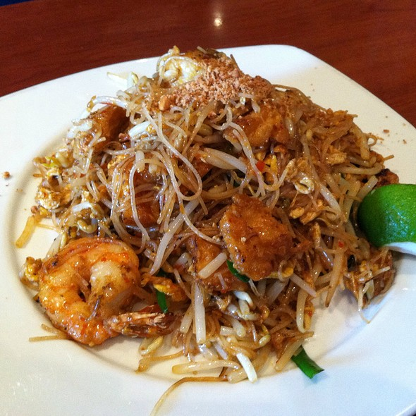 Mee Siam, Stir Fried Rice Vermicelli With Tofu, Shrimp And Bean Sprouts In Spicy Thai Chili Sauce - Rasa Sayang, Wilmington, DE