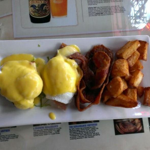 Eggs Bennedict - Garrett Hill Ale House, Bryn Mawr, PA