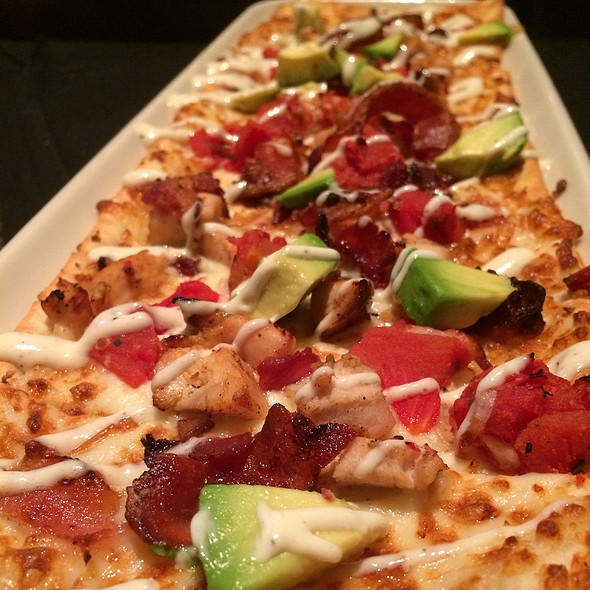 California Club Flatbread @ BJ's Restaurant & Brewhouse