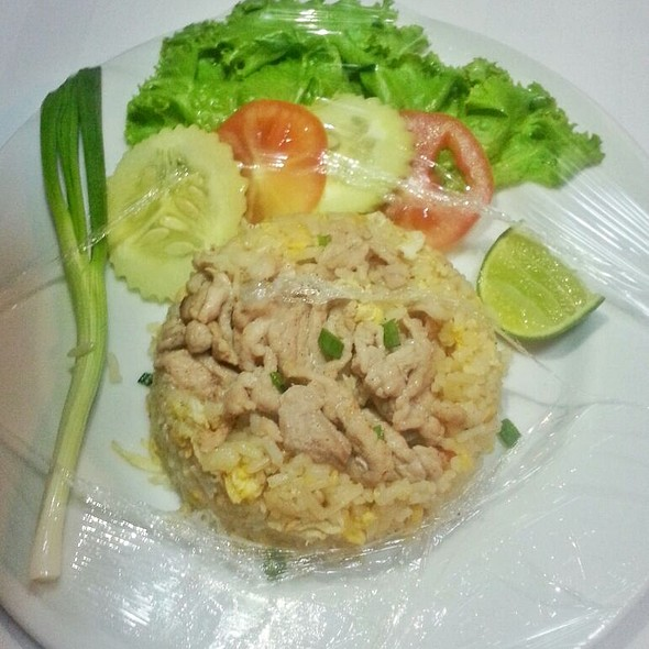 Thai Fried Rice And Thai Chicken @ Baiyoke Boutique Hotel