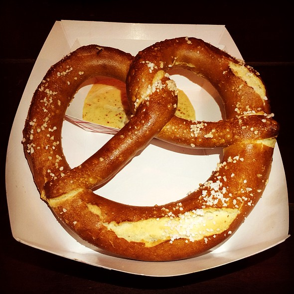 Bavarian Pretzel With Cheese