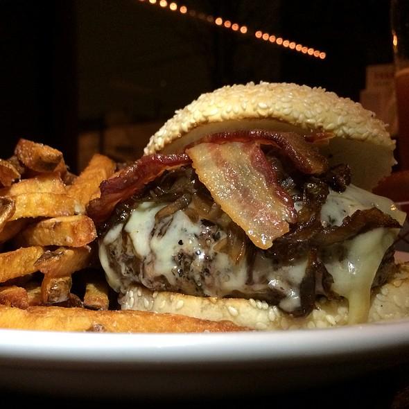 The kanzler Burger @ Frankford Hall