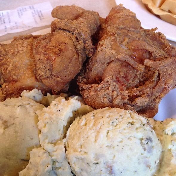 1/2 Fried Chicken @ Mother's Restaurant