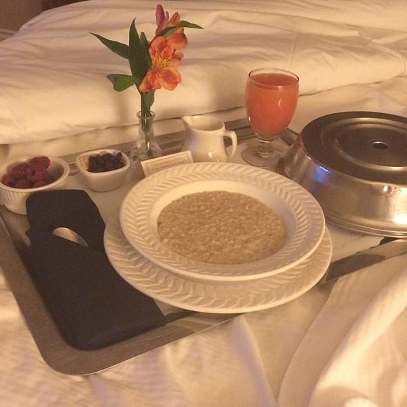 Oatmeal Breakfast - Landmark Restaurant - The Warwick Melrose Hotel Dallas, Dallas, TX
