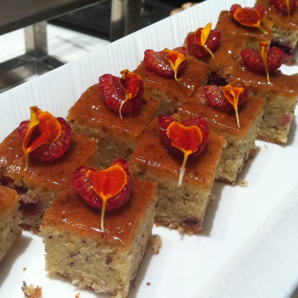 Summer Berries Cake @ aquamarine marina mandarin