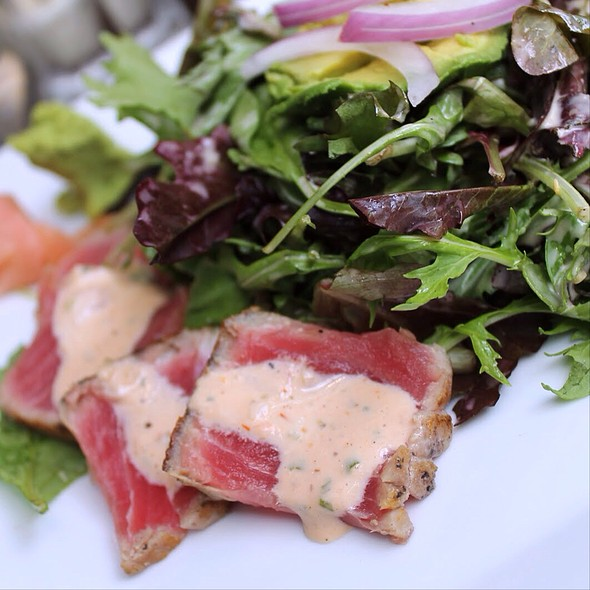 Ahi Tuna Salad - Joe's American Bar and Grill - Waterfront, Boston, MA
