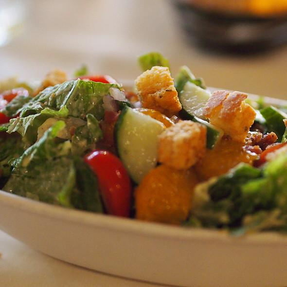 Wally's Salad - Hukilau Lanai, Kapaa, HI