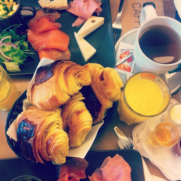 Brunch @ Choupana Caffe