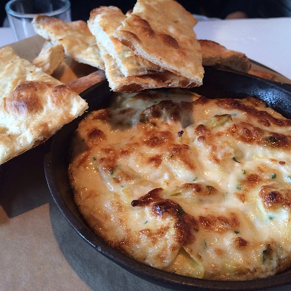 Hot Maryland Crab Dip @ Farmers Fishers Bakers