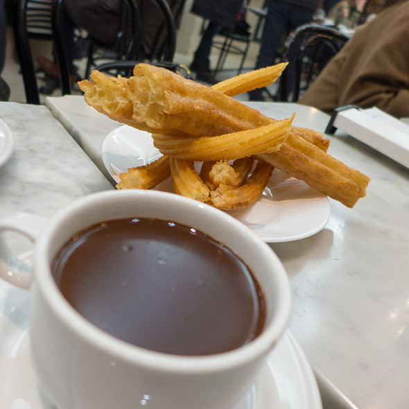 Churros con Chocolate @ Choclatería San Ginés
