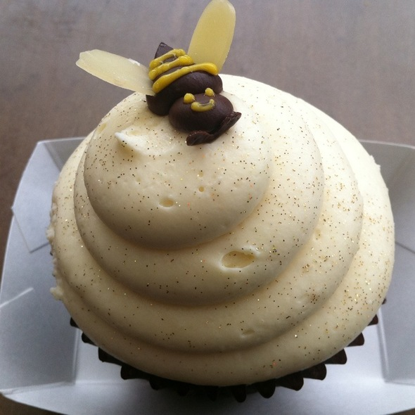 Hunny Lemon Cupcake @ Hungry Bear Restaurant