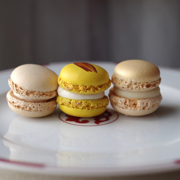 Vanilla and lemon macaron @ Luxemburgerli