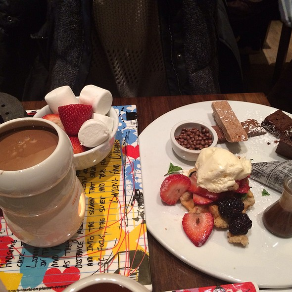 Classic European Chocolate Fondue @ Max Brenners