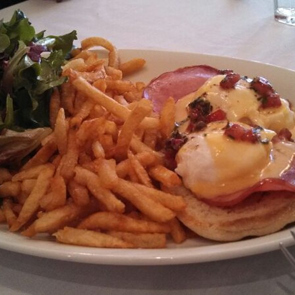 Eggs Benedict Oscar - Vin Rouge, Durham, NC
