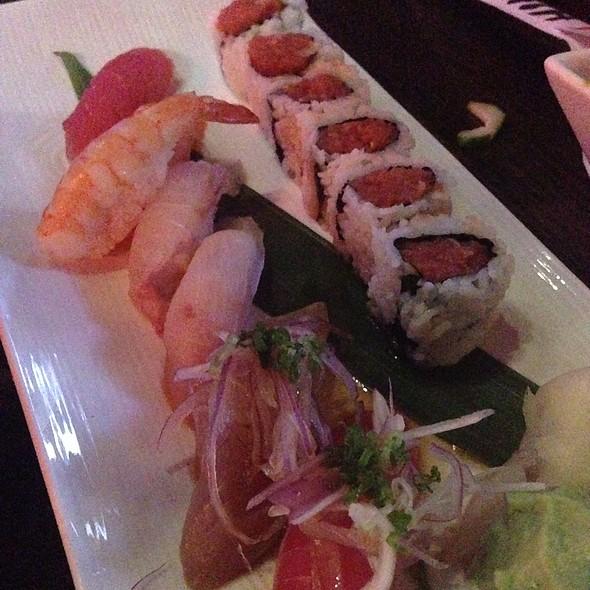 Sushi @ Sake House