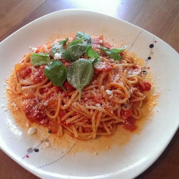 Spaghetti Al Pomodoro E Basilico @ Homemade by Bleve