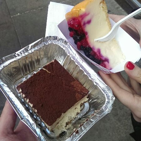 Cheesecake And Tiramisu @ Caffe Palermo