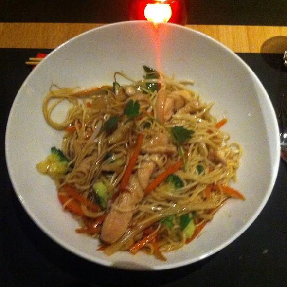 Noodles Stir Fry - Chicken @ Art Wok Café