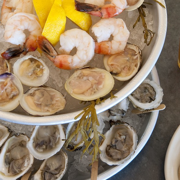 Raw Bar Tower - Robert's Maine Grill, Kittery, ME
