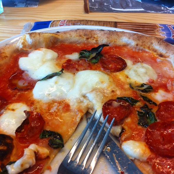 Pizza Margerita Dop @ Mercantina