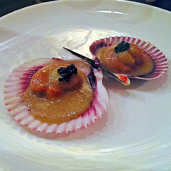 Zamburiñas Con Caviar De Trufa @ La Tasquita de Enfrente