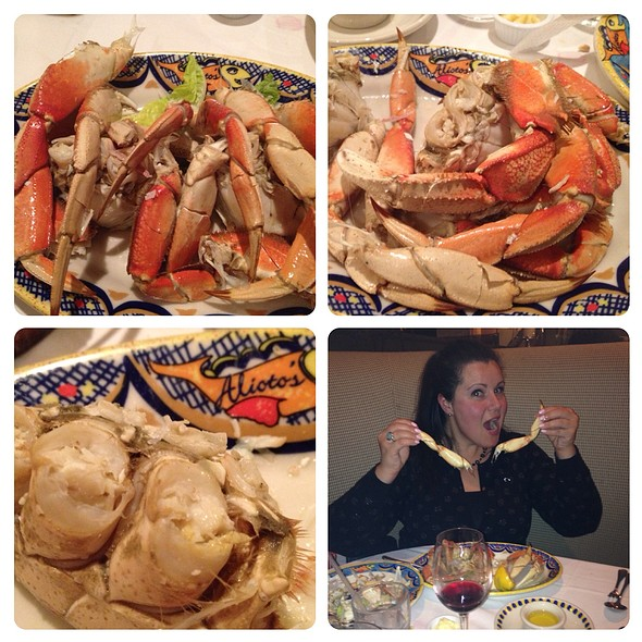 Fresh Whole Dungeness Crab - Alioto's, San Francisco, CA