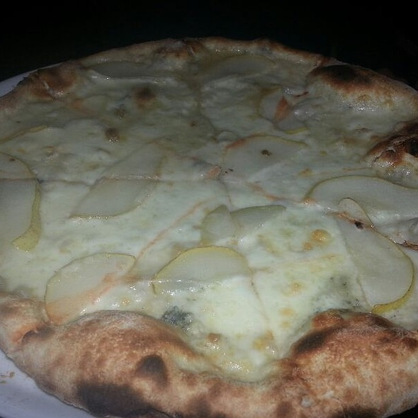 Fior Di Latte Gorgonzola And Pear Pizza @ Vacanza In The Hills
