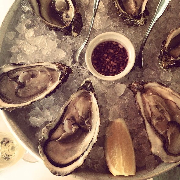 Oysters @ Bistro Pastis