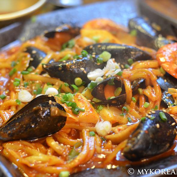 haemul bokkeum myun (spicy seafood stir fry with noodles) @ hannamdong gejip 한님동그집