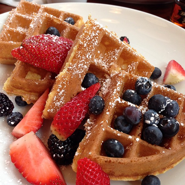 Belgian Waffles Wildberry-Fresh Berries