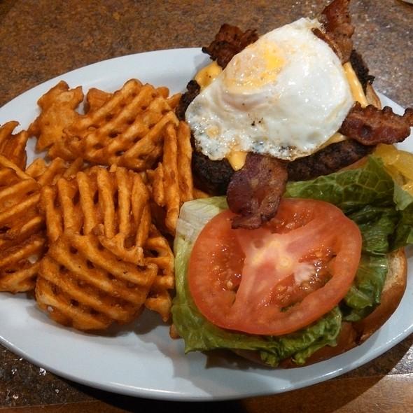 Eggstra-ordinary Burger @ Ole Piper Inn