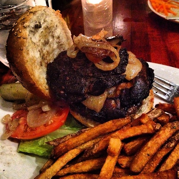 8 Oz Burger @ Cupping Room Cafe
