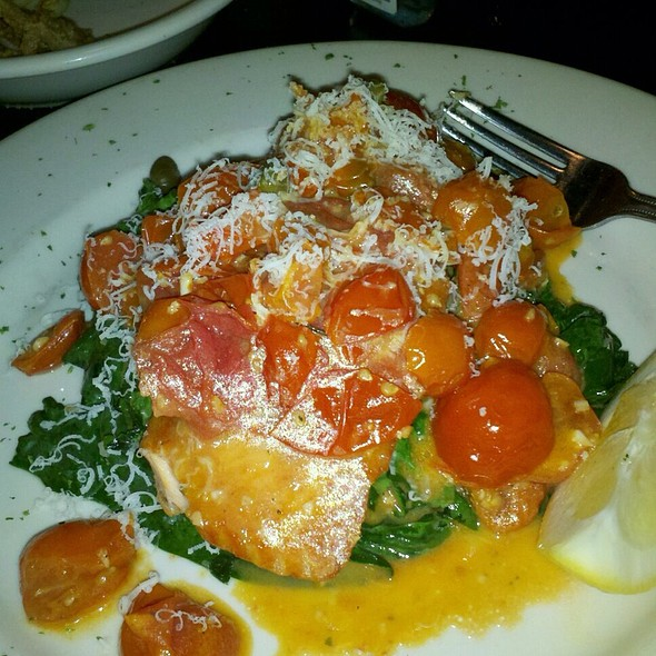 Salmon With Spicy Tomato Sauce And Capers On A Bed Of Spinach - Francesca's on 95th, Oak Lawn, IL