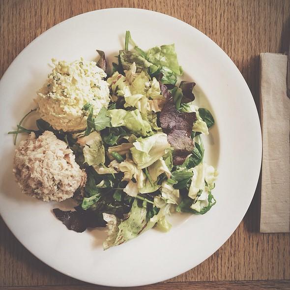 Market Salad W/ Tuna & Egg Salad