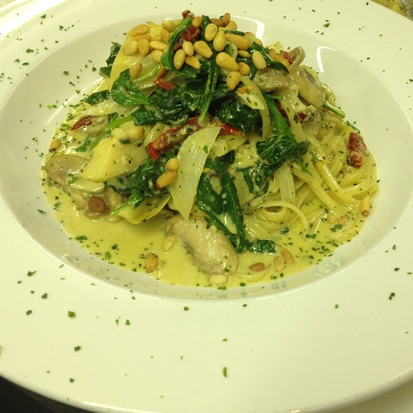 Pesto Linguine @ The Legend Classic Irvington Cafe