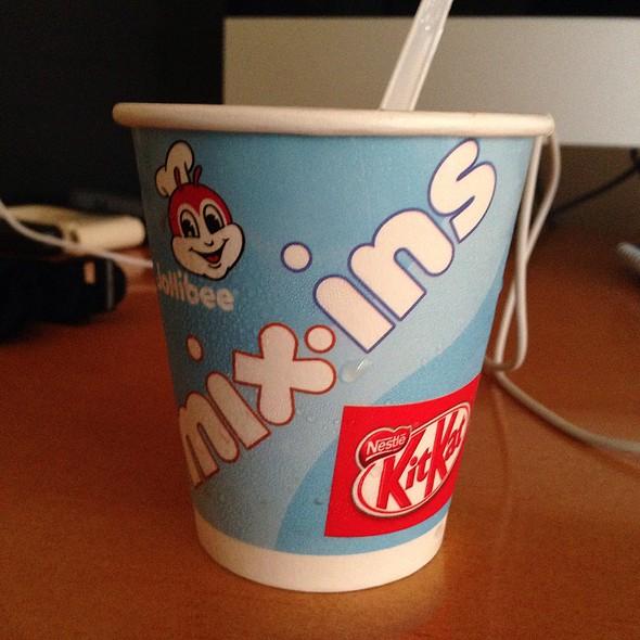 Mix-Ins Kitkat @ Jollibee