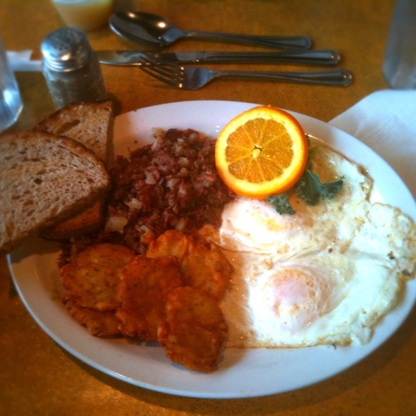 Corned Beef Hash and Eggs @ Midtown Noshville