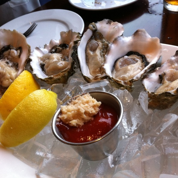 Oysters @ Old Fisherman's Grotto