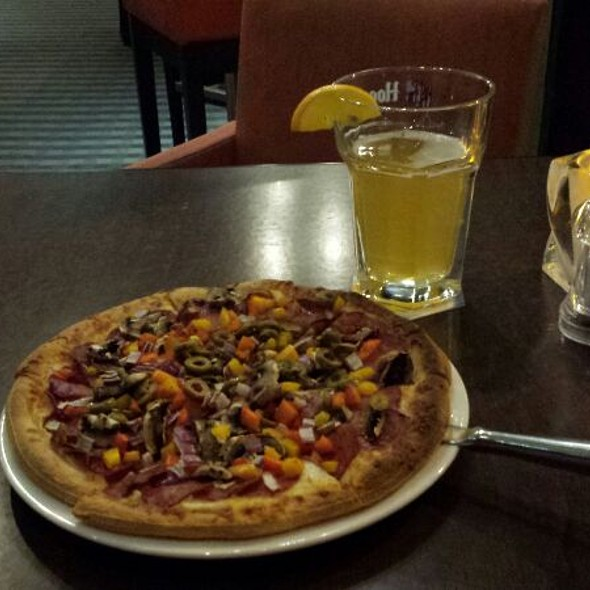 All Dressed Pizza And Beer - Restaurant L'O, Montréal, QC