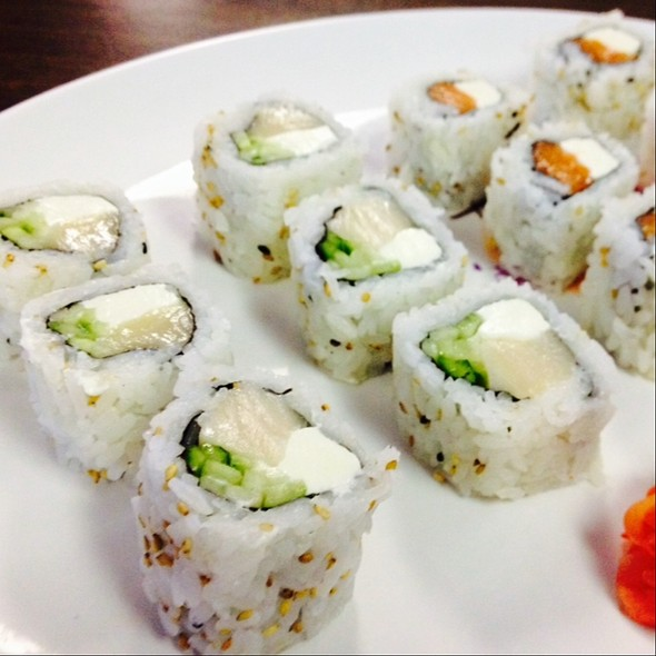Bagel Roll With White Tuna