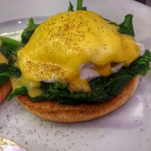 Eggs Benedict @ Hyatt Regency London - The Churchill