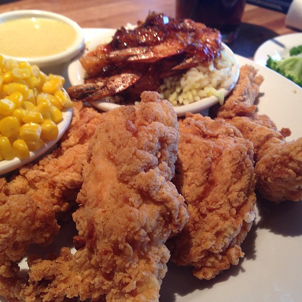 Chicken Tenders, Grilled Shrimp, Corn  And Broccoli. @ Cheddar's Casual Cafe