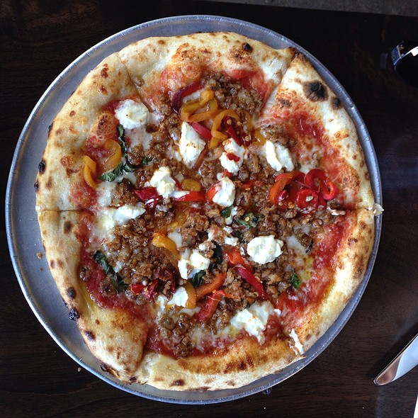 Sausage And Pepper Pizza - Redd Wood, Yountville, CA
