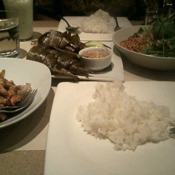 Chicken in Pandan Leaves and Eat-all-you-can Rice